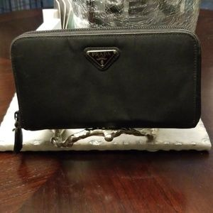 AUTHENTIC  Preowned Prada Wallet